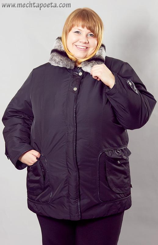 Элегантная зимняя куртка из гладкой, слегка блестящей плащевки.