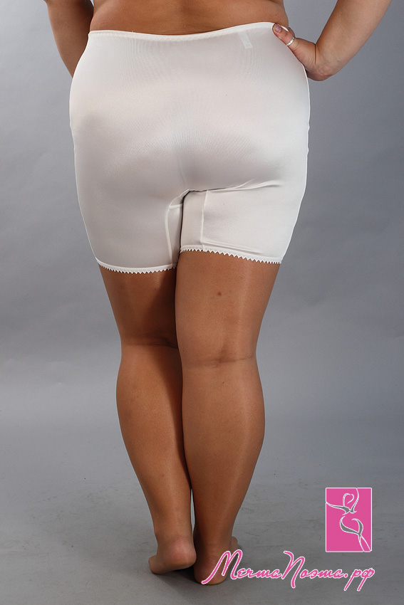 266У женщин под юбкой панталоны